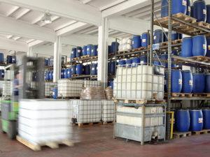 Entrepôt : big-bag de peintures et de solvants, industrie chimiques