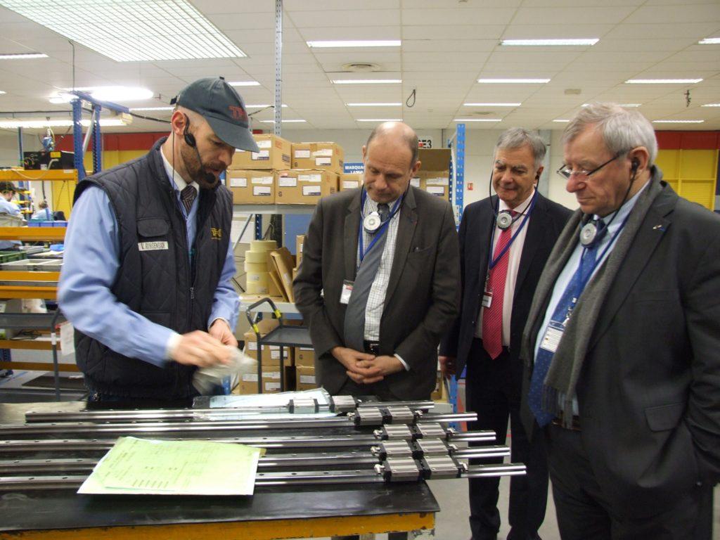 Vincent Ringenbach (1er à gauche) présente un guide LM. Crédit photo Ville d'Ensisheim
